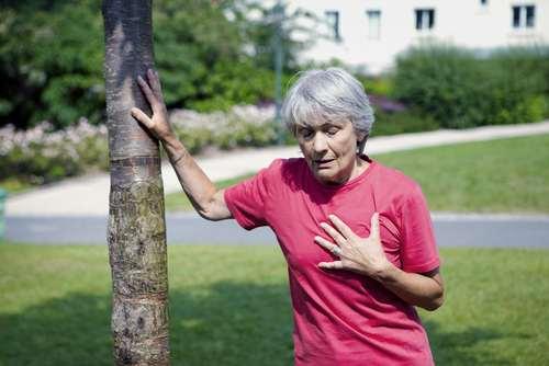 Herzinfarkt-Anzeichen bei FRAUEN fehlgedeutet