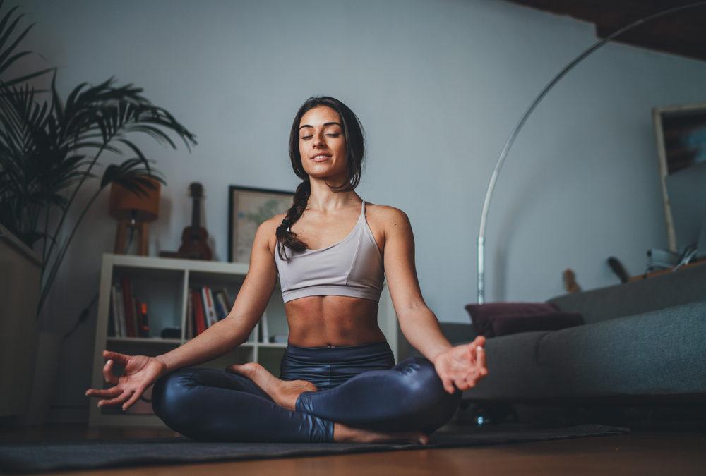 Meditation in Bewegung aus der TCM lässt Bauchfett schmelzen